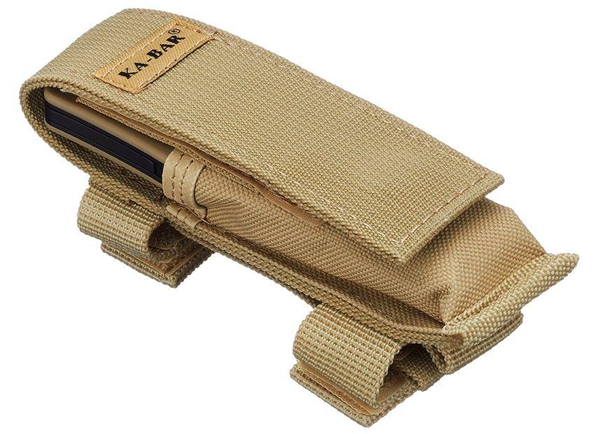 Il fodero del KA-BAR Mule Folder è manco a dirlo in tinta con le guancette del coltello (notare le fascette a strappo per il fissaggio)