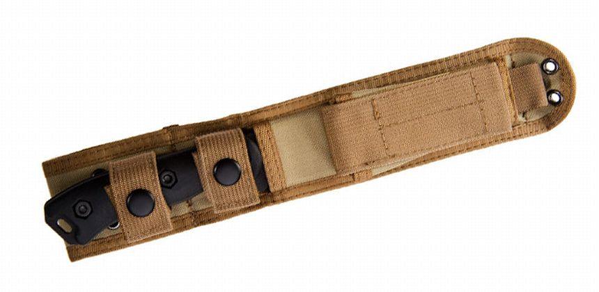 Il coltello KA-BAR BK16 Short Becker Drop Point al sicuro nel fodero Cordura<sup>®</sup>