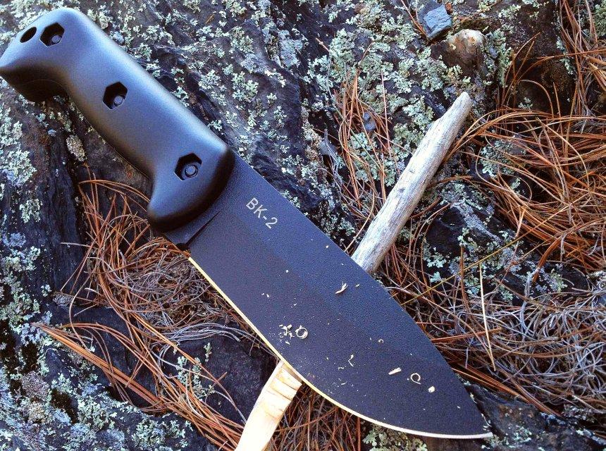 """Il design estremamente pulito e molto """"maschio"""" del coltello da campo KA-BAR BK2 Becker Campanion"""
