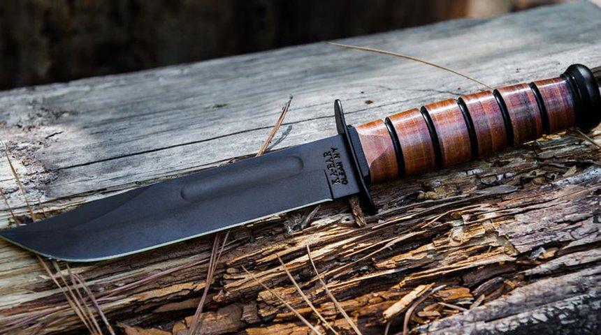 Poche chiacchiere: il KA-BAR USMC 1217 è un coltello militare semplicemente spettacolare