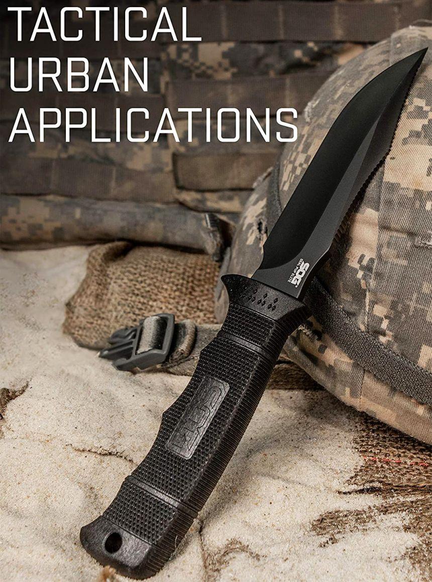 Il coltello Militare Tattico SOG Seal Pup Elite nel suo ambiente naturale