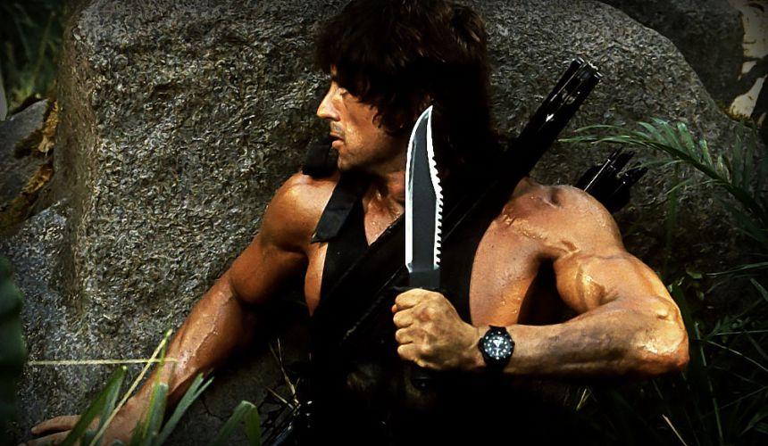 Rambo II la vendetta, Sylvester Stallone in azione con in bella mostra il coltello