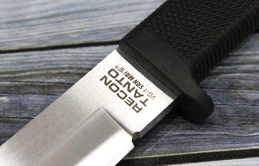 Particolare della lama in acciaio giapponese VG-1 San Mai III® del coltello Cold Steel Recon Tanto