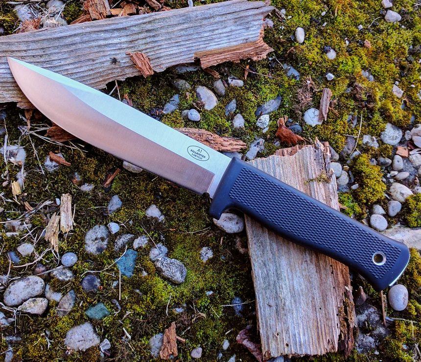 Un must per chi cerca il top: coltello survival Fällkniven A1 con lama giapponese VG-10 al vanadio dallo spessore di ben 6mm!