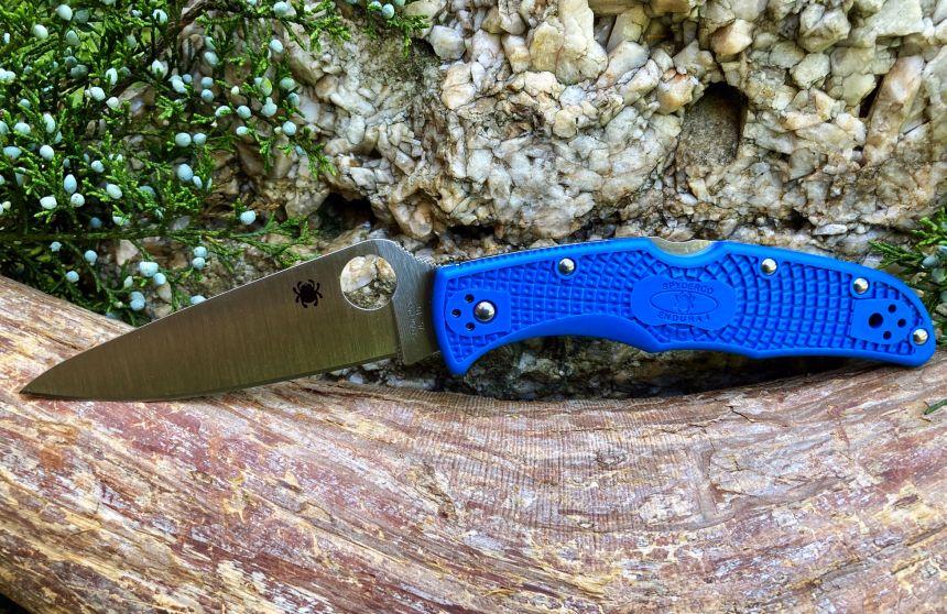Il coltello a serramanico Spyderco Endura 4 nel suo ambiente naturale