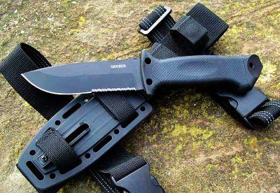 Coltello tattico Gerber LMF II Infantry Black con lama in acciaio 420HC