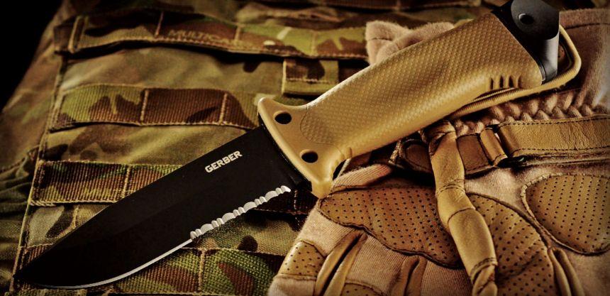 Il coltello tattico Gerber LMF II Infantry Coyote Brown in tutto il suo splendore (notare la pulizia delle linee e il senso di robustezza che emana)