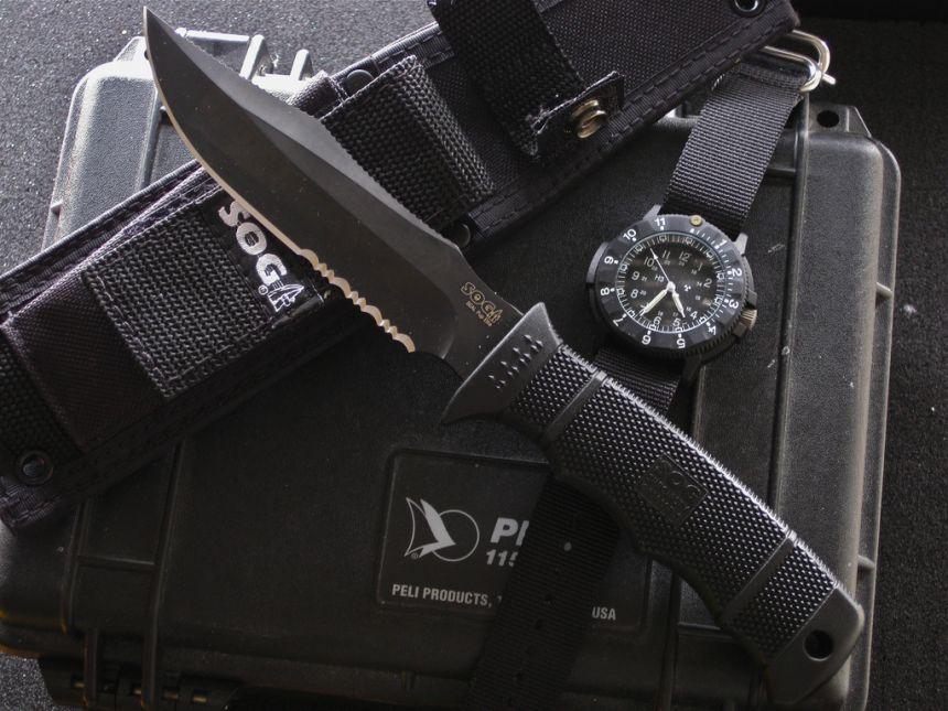 Il fratello minore: il coltello militare SOG SEAL Pup Elite, sempre con lama parzialmente seghettata