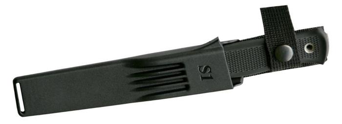 Il coltello al sicuro nel fodero in Zytel nero (notare il nome del coltello, S1, marchiato sul davanti)