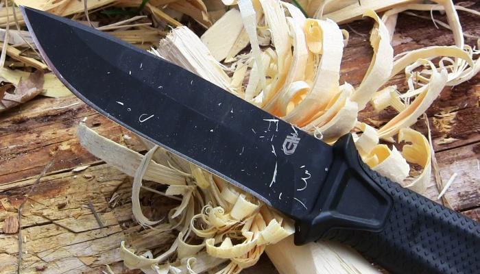 Non solo trucioli per preparare il fuoco, taglierete grossi pezzi di legno come niente fosse