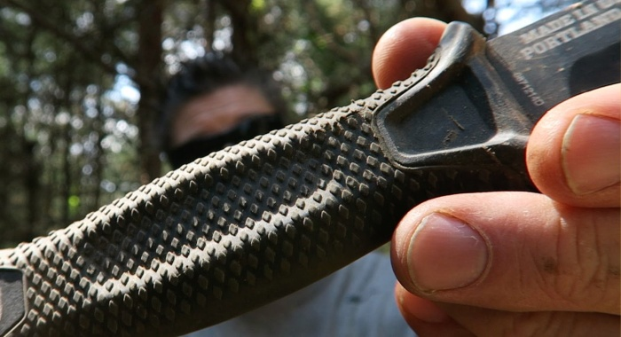 Particolare del manico con in evidenza la trama diamantata, per una presa ferma e sicura