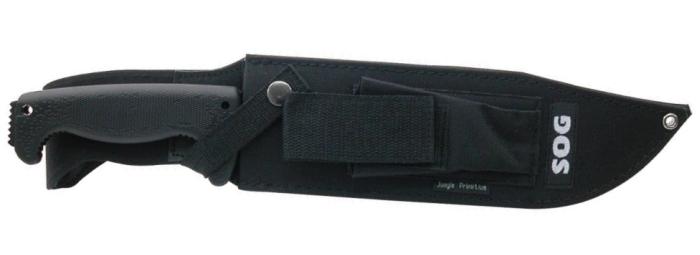 Il coltello al sicuro nel fodero in nylon rinforzato