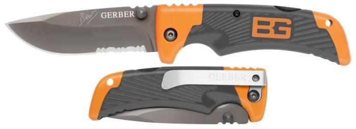 Confronto diretto tra il coltello aperto e serrato (notare la clip, anch'essa firmata Gerber)