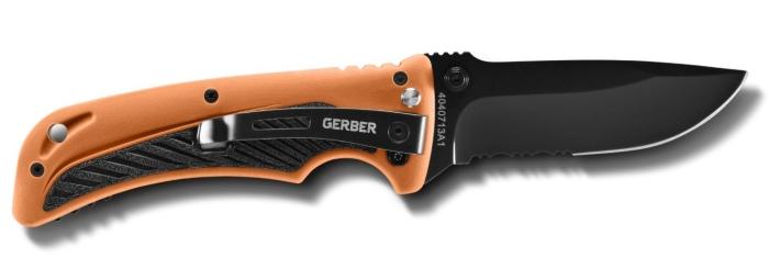 L'altro lato del coltello Bear Grylls Survival AO (notare la clip smontabile firmata Gerber)