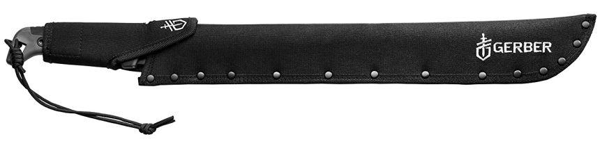 Il machete Gator Bush al sicuro nel fodero in nylon rivettato ed elegantemente rifinito con il logo Gerber
