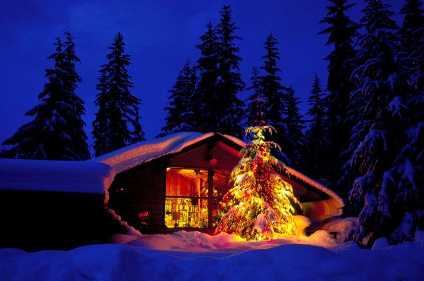 Cosa regalare a Natale? Ma un buon coltello da sopravvivenza ovviamente, da portare con sé in un rifugio di montagna dove passare le festività